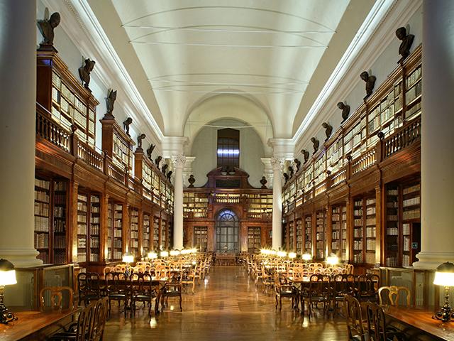 5 bibliotecari di Le Pagine alla Biblioteca Universitaria di Bologna
